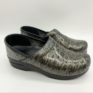 DANSKO black gold swirl clogs, 39.